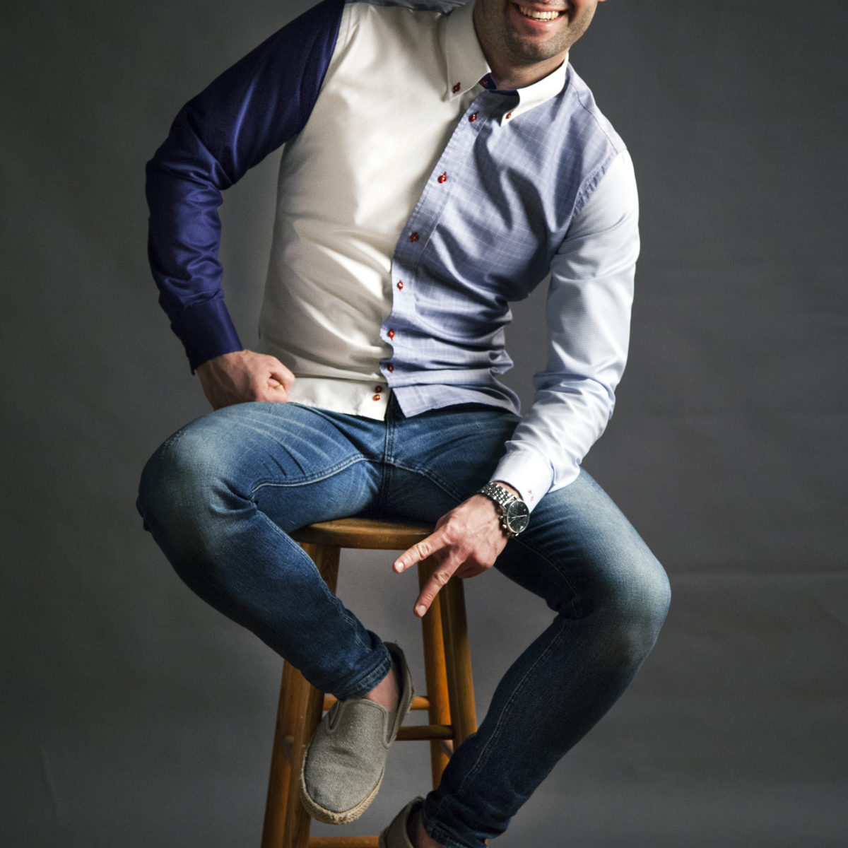 Moderní bílá pánská košile se vzorem